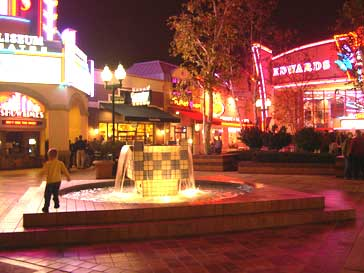 riverpark-shops-night