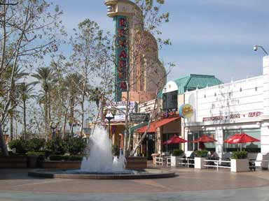 riverpark-shops-fountain